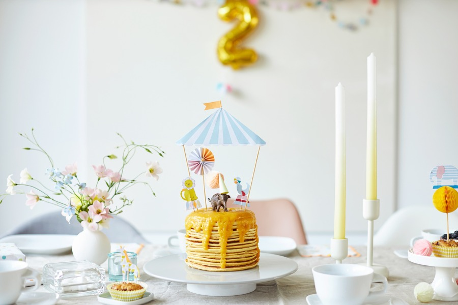 modern-and-fresh-table-decoration-with-the-theme-of-circus-and-for-a-picture
